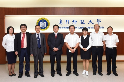 "Chairman Xu De Lai of Zhongzhu Group Visited M.U.S.T. Donated ""Zhongzhu Healthcare Special Grants"" to Award Excellent Students and Researchers"