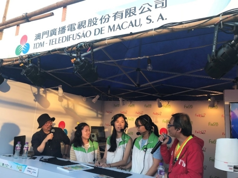 MUST Social Service Team  sharing experiences in organizing the MUST booth of the 49th Charity Bazaar of Caritas Macau at FM100.7 Rádio Macau