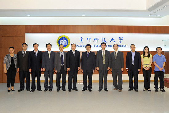 A picture of Prof. Liu Liang (the 6th from the right) and Mr. Shang Yong, Communist Party Secretary of CAST (the 6th from the left)