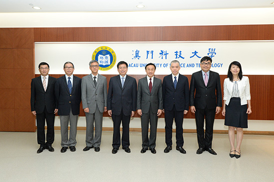 A photo of  Secretary Tam and President Liu (the fourth from left)