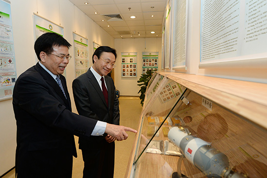 President Liu introduced the University's research achievements to Dr.  Tam